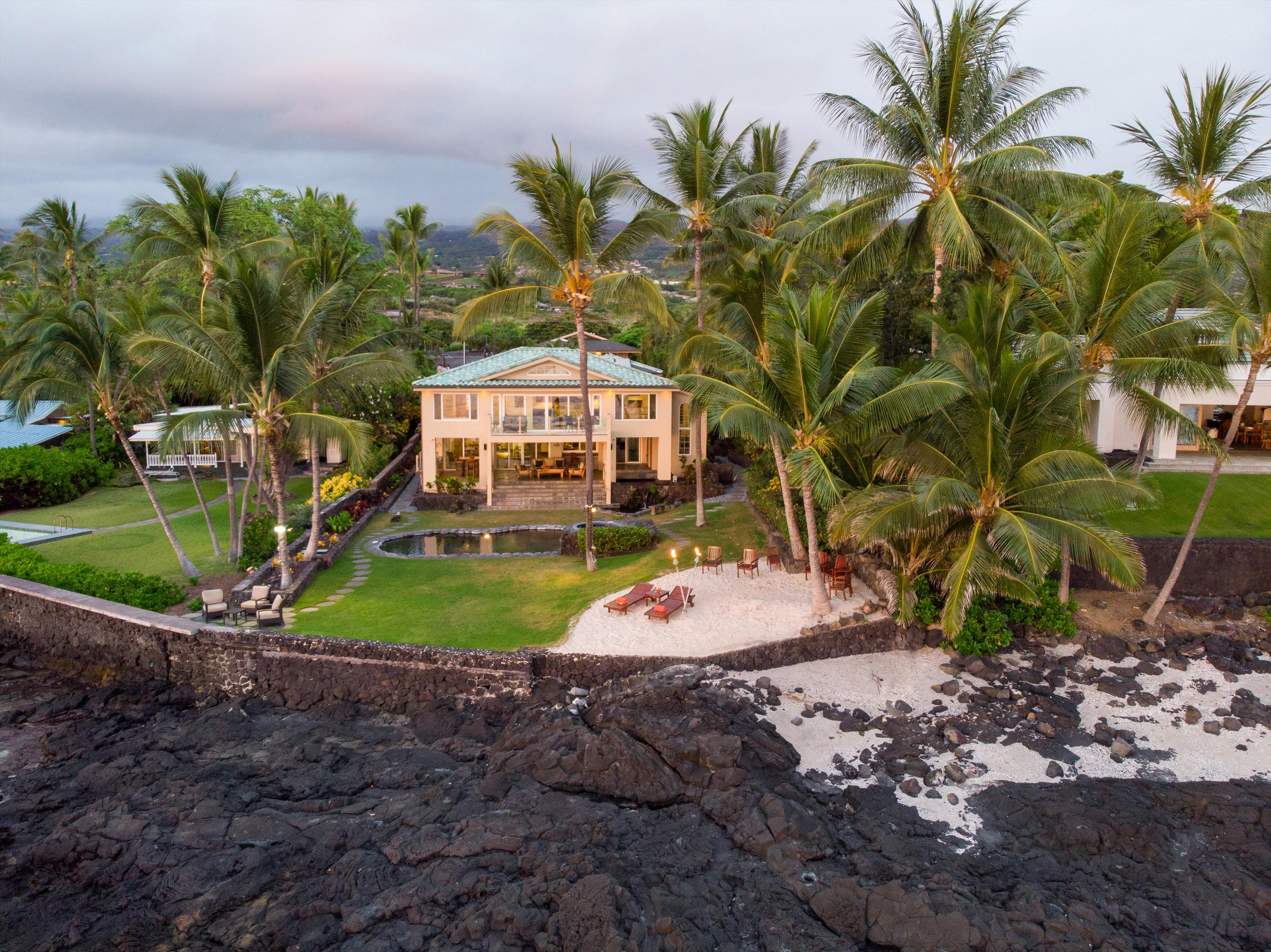 Moana Hale Oceanfront Vacation